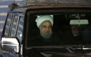 «پالس»هایی که روحانی در سخنرانیهای انتخاباتی خود به جنگطلبان میدهد +تصاویر