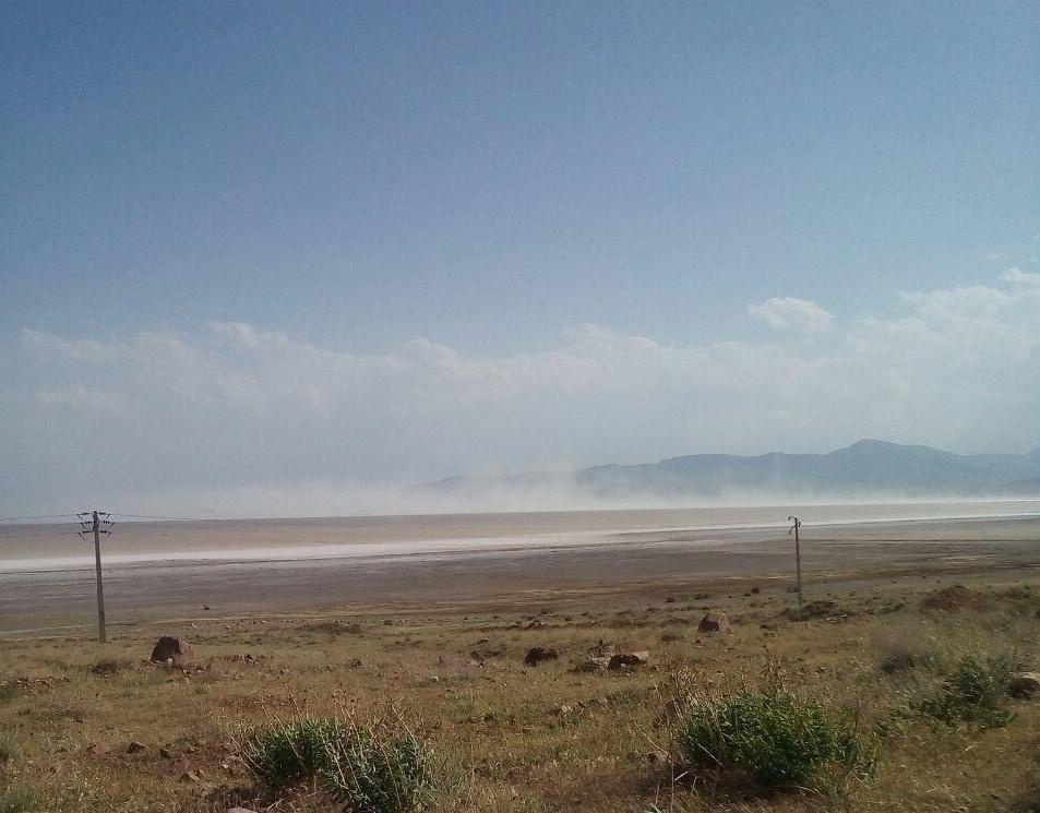 وقوع طوفان نمک در دریاچه ارومیه