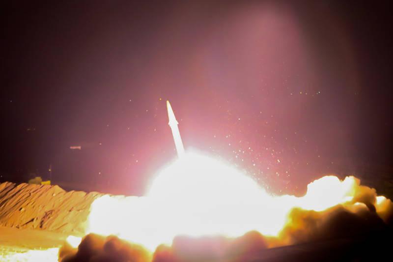 سپاه ۶ فروند موشک به مواضع تروریستها در سوریه شلیک کرده است/ عبور موشکها از آسمان عراق و اصابت دقیق به اهداف