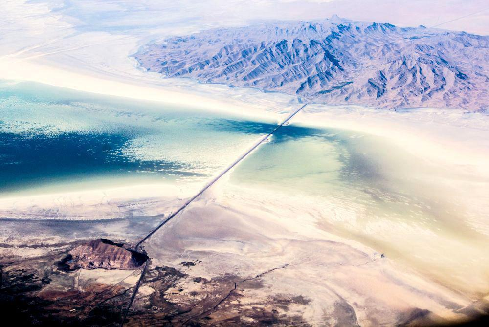 جاده میانگذر دریاچه ارومیه نشست می کند؟