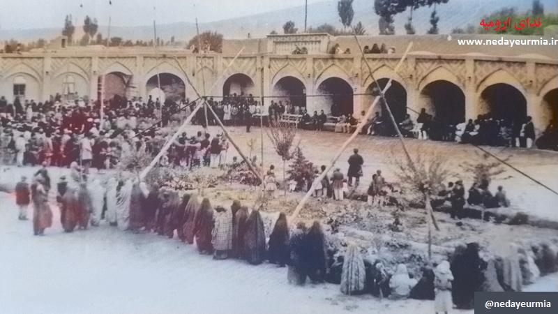 عکس قدیمی / تصویری رنگی از مراسم جشن در میدان توپخانه ارومیه – سال ۱۲۶۸