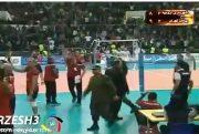 فیلم / درگیری و نیمه تمام ماندن دیدار تیم های والیبال شهرداری ارومیه و پیکان تهران