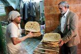 مردم نسبت به کیفیت کنونی نان معترضند /ثبات قیمت نانوارا مجبور به کاهش وزن چانه می کند