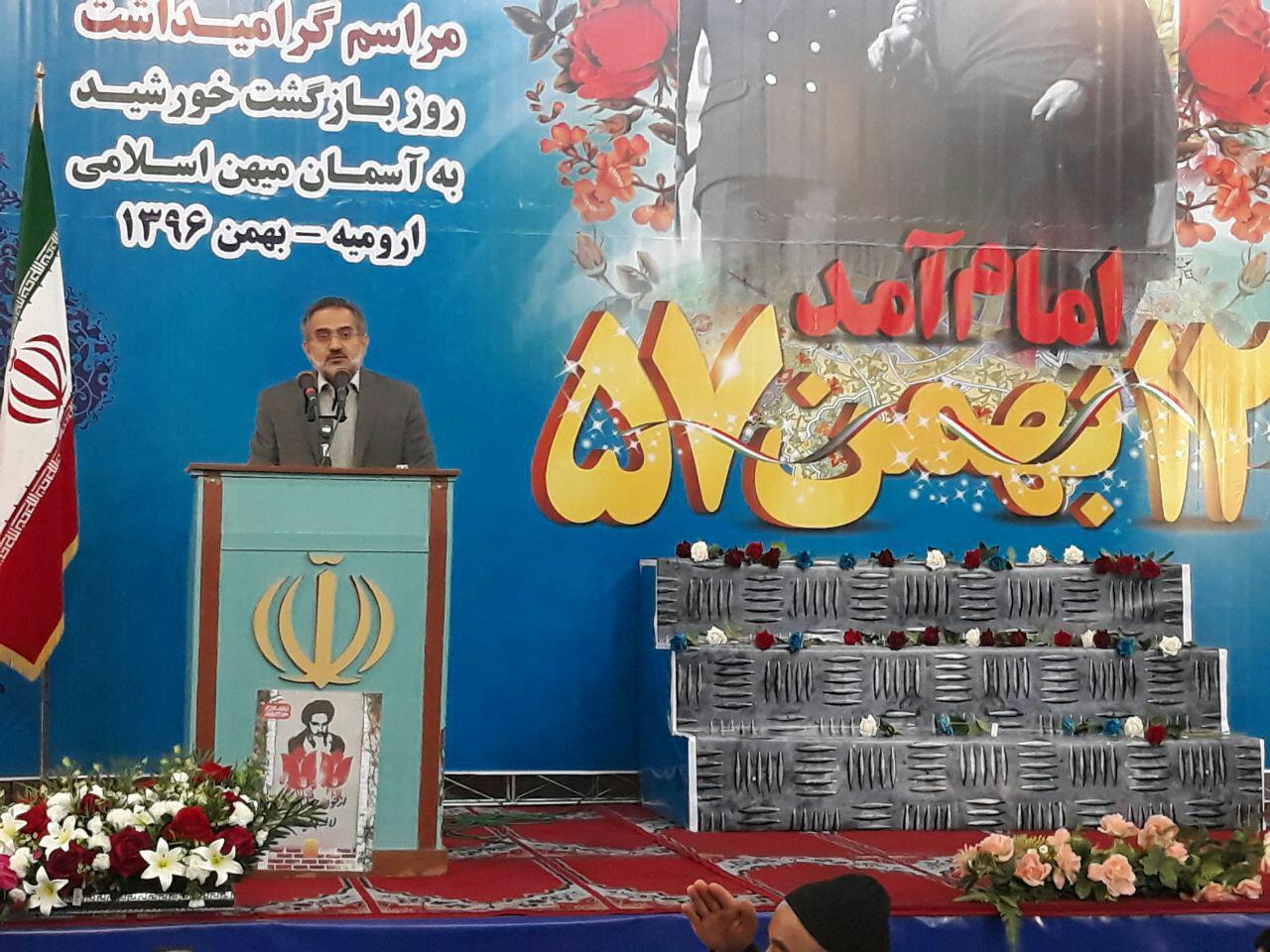 دوازده بهمن روز شروع قدرت اسلام/کوتاهی مسئولان را به پای انقلاب ننویسید.